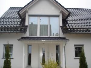 Das fertige Vordach mit eingedecktem Dach